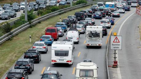 Auf allen Nord-Süd-Strecken als auch auf den Ost-West-Routen müssen Autofahrer in den kommenden Tagen mit zahlreichen Staus rechnen. Foto: Markus Scholz