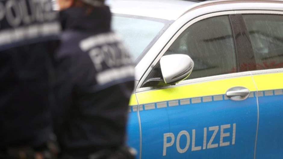 Symbolfoto - Polizei in blau - BWL - Bayern