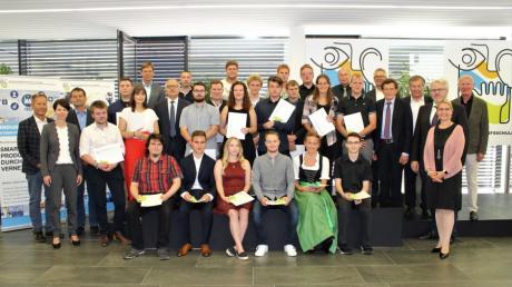 An der Abschlussfeier entließ die Staatliche Berufsschule Lauingen 432 junge Menschen ins digitale Berufsleben. Zahlreiche Absolventen wurden ausgezeichnet, zehn davon mit der Note 1,0.