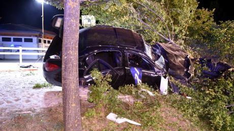 Ein 26 Jahre alter Autofahrer ist bei einem Unfall in Langenau ums Leben gekommen