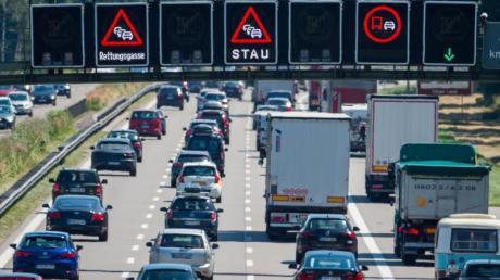 Autofahrer müssen zum Beginn der Ferien mit langen Wartezeiten auf der Straße rechnen.