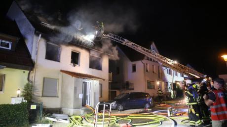 Drei Menschen sind bei einem Wohnhausbrand in Blaubeuren ums Leben gekommen.