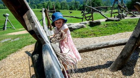 Der Spielplatz Hasengarten in Rettenberg (Oberallgäu) ist vor allem für die Kleinen spannend - in der Region ist in den Ferien aber für alle Altergruppen viel geboten.