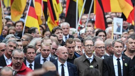 """Die AfD-Politiker Uwe Junge sowie Andreas Kalbitz und Björn Höcke vom """"Flügel"""" marschierten 2018 inChemnitz Seite an Seite - auch mit dem ausländerfeindlichen Bündnis Pegida."""