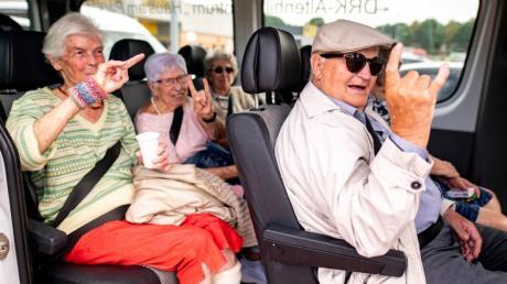 Auf nach Wacken (von links): Marianne Hansen, Helga Schreckling, Irmgard Mestermann und Gustav Jacobs, freuen sich auf den Ausflug zum Wacken Festival.