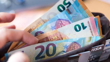 Nach einer Studie des Paritätischen Gesamtverbands ist die Einkommensschere in Deutschland weiter auseinandergegangen. Foto: Monika Skolimowska