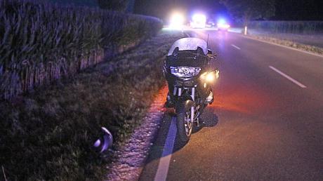 Eine schwerer Unfall hat sich am Samstagmorgen gegen 4.30 Uhr auf der Kreisstraße NU 5 bei Illertissen ereignet.  Beteiligt waren ein Fußgänger und ein Motorradfahrer.