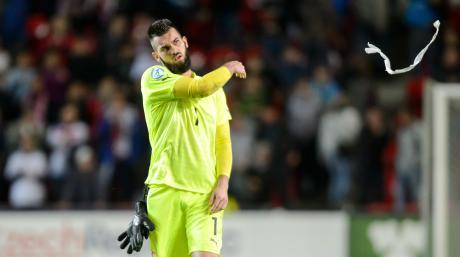 Tomas Koubek bringt viel Erfahrung mit und soll dem FC Augsburg Sicherheit im Tor geben. Während seiner Zeit bei Sparta Prag fiel er wegen sexistischer Äußerungen auf.
