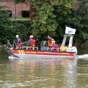 Rettungskräfte suchten am Samstag in der Donau bei Neu-Ulm nach einer vermissten 31-Jährigen.