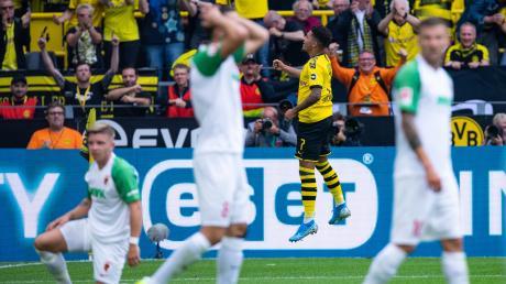 Dortmund feiert, die Spieler des FC Augsburg sind bedient.