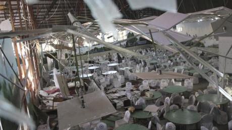 Blick in den zerstörten Veranstaltungssaal der Hochzeitshalle «Dubai City». Rafiq Maqbool/AP