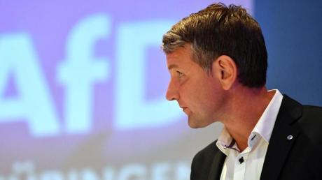 Björn Höcke, Landessprecher der AfD in Thüringen, auf der Bühne beim Landesparteitag. Foto: Martin Schutt