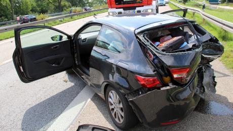 Bei einem Unfall auf der A7 wurden zwei Autos zerstört. Es bildete sich ein langer Stau.