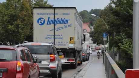 Stau durch Donauwörth herrscht an diesem Donnerstag.