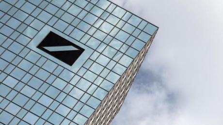 Die Deutsche Bank will einem Bericht zufolge ihr Filialnetz stark ausdünnen. Foto: Boris Roessler