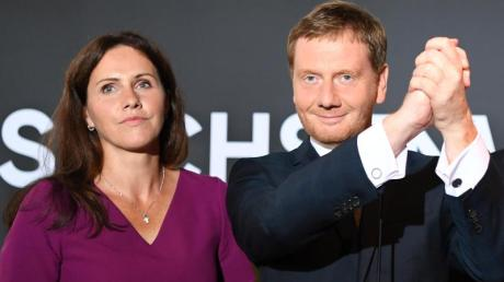 Michael Kretschmer, Ministerpräsident von Sachsen und seine Lebensgefährtin Annett Hofmann bei der CDU-Wahlparty in Dresden.