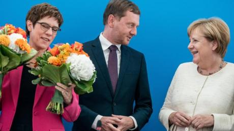 CDU-Chefin Kramp-Karrenbauer, Sachsens Ministerpräsident Kretschmer und Kanzlerin Merkel im Konrad-Adenauer-Haus in Berlin.