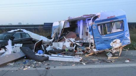 Unfall A8 Friedberg Dasing Lkw Wohnwagen 03.09.2019