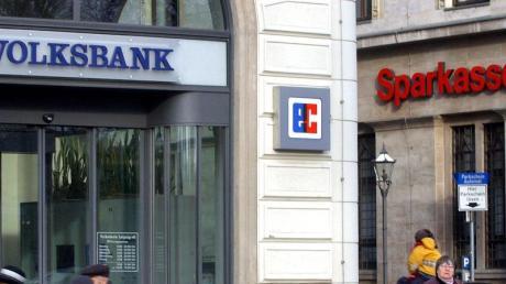Regionalbanken betreuen vor allem mittelständische Kunden, die in Summe von der Corona-Krise bislang weniger hart getroffen wurden als große Industrie-und Dienstleistungskonzerne.