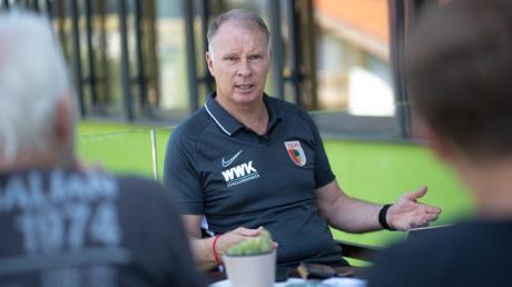 Stefan Reuter, Geschäftsführer Sport beim FC Augsburg ist vom aktuellen Kader überzeugt.