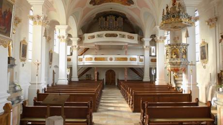 Die Blindheimer Pfarrkirche St. Martin dominiert das Ortszentrum.