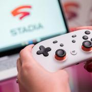 Controller, Display, Internetanschluss, fertig:Google Stadia will aufwendige Videospiele ohne eigene Hardware ermöglichen - auch auf dem Fernseher. Foto: Andrea Warnecke/dpa-tmn