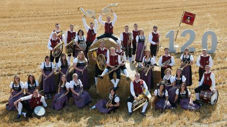 Das ist der Musikverein Konzenberg. Er befindet sich derzeit in seinem Jubiläumsjahr, das am 13. und am 14. September groß gefeiert wird. Tatsächlich aber gibt es in Konzenberg bereits seit 121 Jahren eine Blasmusik.