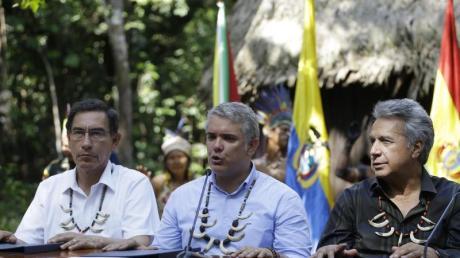 Kolumbiens Präsident Ivan Duque zwischen seinem Amtskollegen aus Peru, Martin Vizcarra (l), und Ecuadors Präsident Lenin Moreno.