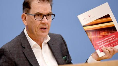 Bundesentwicklungsminister Gerd Müller: «Faire Lieferketten sind möglich.» Foto: Britta Pedersen