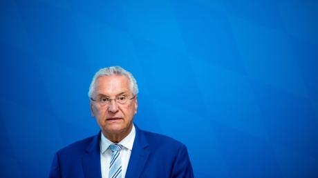 Joachim Herrmann will den Bedarf der Notärzte in Bayern neu ermitteln.