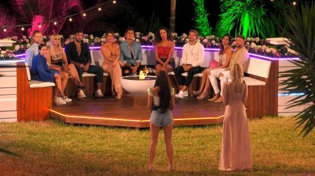 """""""Love Island"""" 2019: Wie fiel die Entscheidung der Damen aus? Alles zu Folge zwei hier im Live-Ticker zum Nachlesen."""