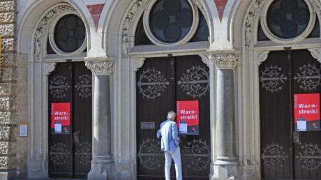 Warnstreik bei der Postbank: Ab Mitte Oktober drohen unbefristete Streiks. Foto: Martin Schutt