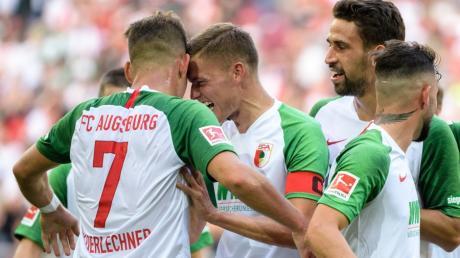 Weil Frankfurt noch zu zwei Großchancen, aber keinem Treffer mehr kam, durften sich die Augsburger über den ersten Saisonsieg freuen.