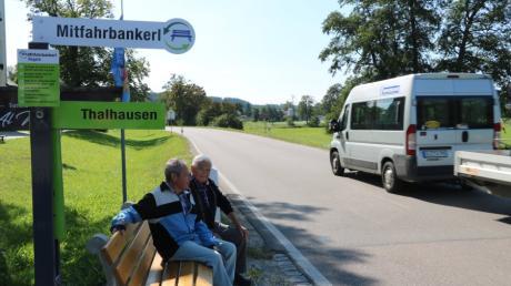 Mitfahrbänke gibt es in diversen Orten. Bald stellen auch drei Lechfeldgemeinden diese Sitzgelegenheiten auf.