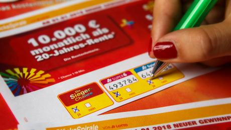 Bei uns finden Sie die Gewinnzahlen der Glücksspirale vom 7.12.19. Mit den Zahlen der aktuellen Ziehung hat niemand eine Sofortrente gewonnen.