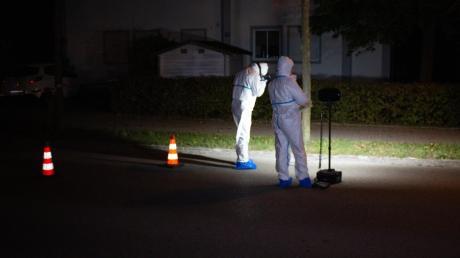 Die Spurensicherung untersuchte den Tatort, der sich gegenüber der Kirche in Karlskron befindet.