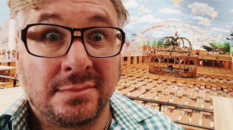 Moses Wolff ist Autor, Schauspieler, Regisseur und Komiker. Er ist 50 Jahre alt und lebt in der Münchner Isarvorstadt.