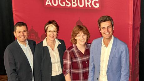 Fraktionschef Florian Freund (Platz 3, von links), die Augsburger SPD-Vorsitzende Ulrike Bahr, Anna Rasehorn (Listenplatz 2) und OB-Kandidat Dirk Wurm (Platz 1) sind mit dem Ergebnis der Delegiertenversammlung zufrieden.