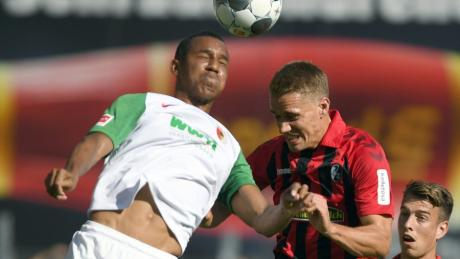 Felix Uduokhai zeigt wieder einmal im Trikot des FC Augsburg eine tolle Leistung.
