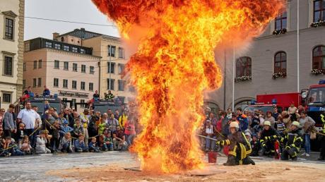 Feuerschutzwoche, Fahrzeugweihe, FFW, Freiwillige Feuerwehr, Neue Löschfahrzeuge, Übergabe, Rathausplatz,