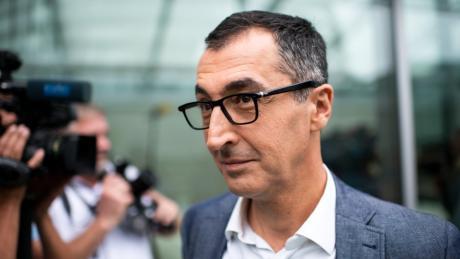Cem Özdemir kommt zur Fraktionssitzung von Bündnis 90/Die Grünen.