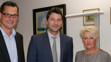 Sebastian Sparwasser (Mitte) will bei der Bürgermeisterwahl in Pfaffenhofen als parteiloser Kandidat antreten und dabei von der örtlichen CSU wie der SPD unterstützt werden. Das haben der CSU-Vorsitzende Martin Strobel (links) und Marktgemeinderätin Hildegard Feurich-Kähn als SPD-Vorsitzende angekündigt.