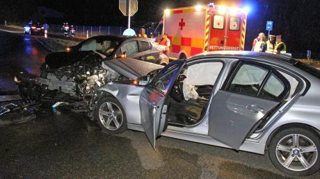 Am Sonntagabend gegen 20 Uhr hat sich auf der Staatsstraße 2031 bei Jedesheim ein Unfall ereignet