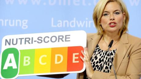 Bundesernährungsministerin Julia Klöckner stellt auf einer Pressekonferenz in ihrem Ministerium das Nährwertkennzeichen Nutri-Score vor.