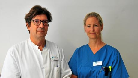 Chefarzt Roman Steierl und Fachärztin für Plastische und Ästhetische Chirurgie Julia von Saldern vom Augsburger Josefinum.