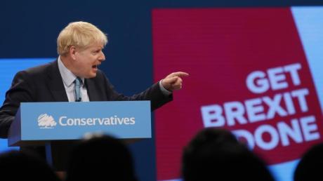 Großbritanniens Premierminister Boris Johnson spricht auf dem Parteitag der britischen Konservativen in Manchester.