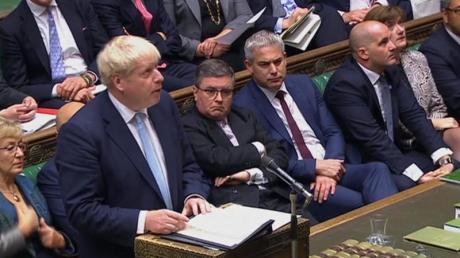 Boris Johnson stellt den Abgeordneten des britischenUnterhauses seine am Vortag veröffentlichten Pläne für einen neuen Brexit-Deal vor.