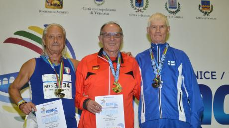 Felix Maier (Mitte) als Europameister lag über drei Minuten vor seinen Konkurrenten Amatore Michieletto (ITA/links) und Martti Valonen (FIN/rechts).