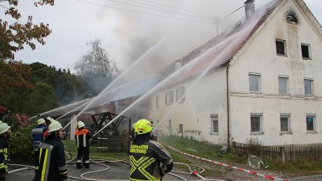 In Ettlishofen im Kreis Günzburg hat am Freitagabend eine Scheune in Brand gestanden. Verletzt wurde dabei glücklicherweise niemand.