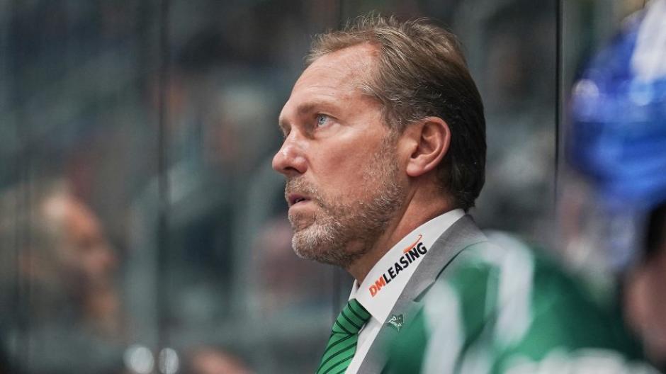 AEV-Coach Tray Tuomie erntet in der Teampräsentation vor den Panther-Spielen regelmäßig Pfiffe.